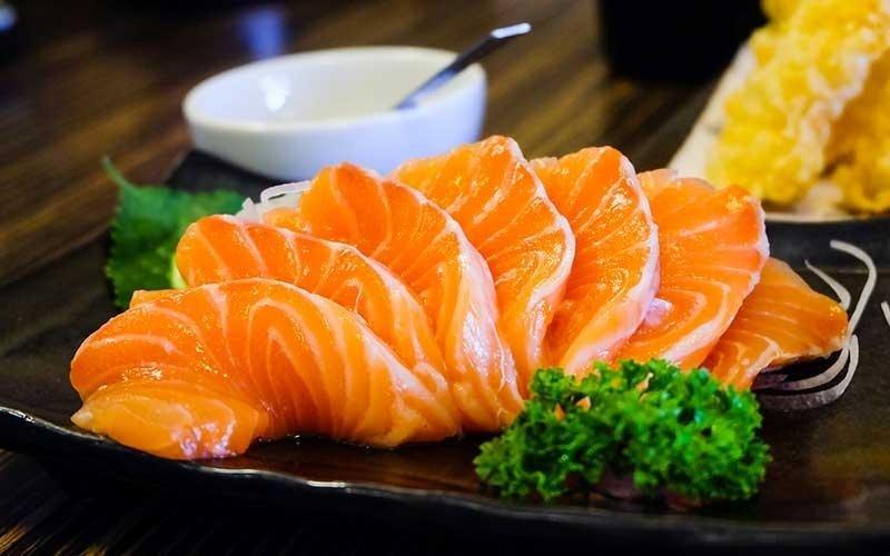 delle fette di salmone