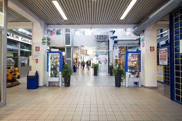 Entrata centro commerciale Casteldebole
