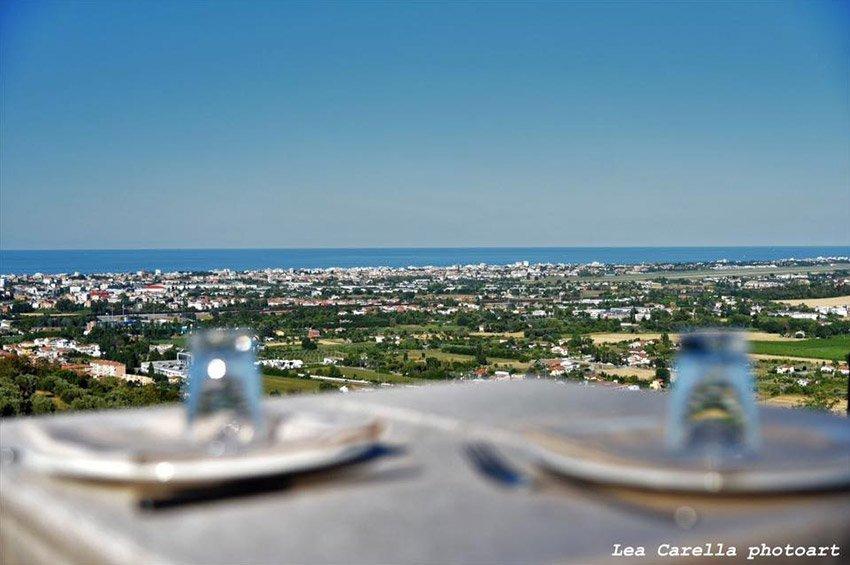 Panorama marittimo dall'osteria