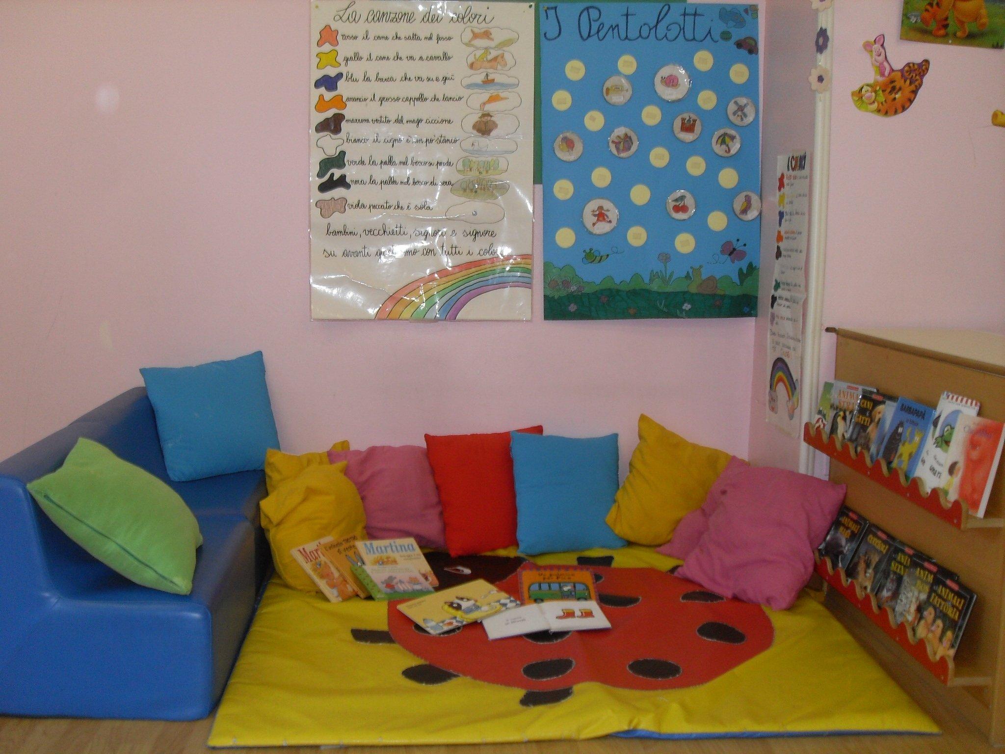 spazio relax con cuscini per bambini