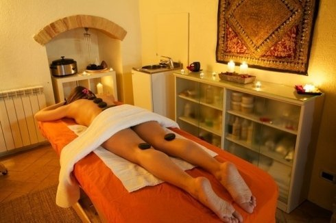 Hot stone therapy massaggio