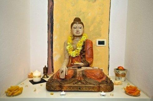 Statua Buddha centro estetico e relax