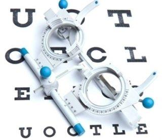 strumento per misurazione della vista su una tavola optometrica
