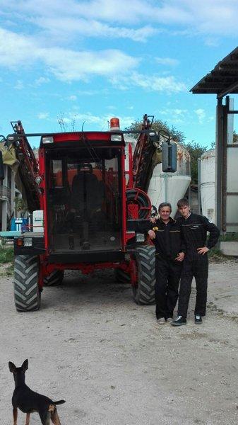 agricoltori con le macchine agricole