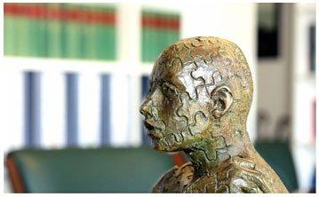 dettaglio di statua all'interno dello studio legale
