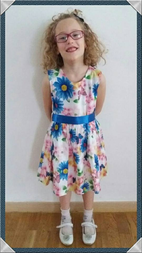 bambina con vestito  estivo