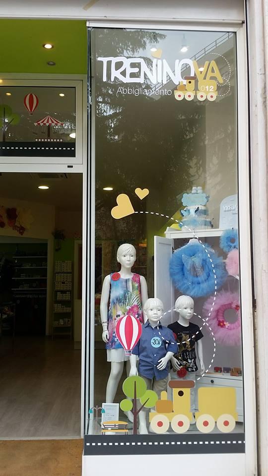 vetrina del negozio di abbigliamento TRENINOVA