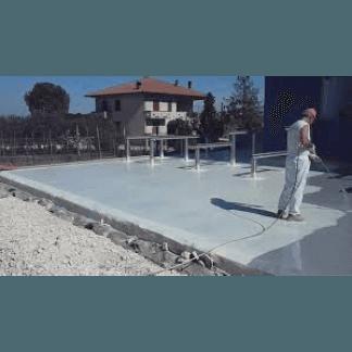 un impermeabilizzazione di color grigio in un tetto