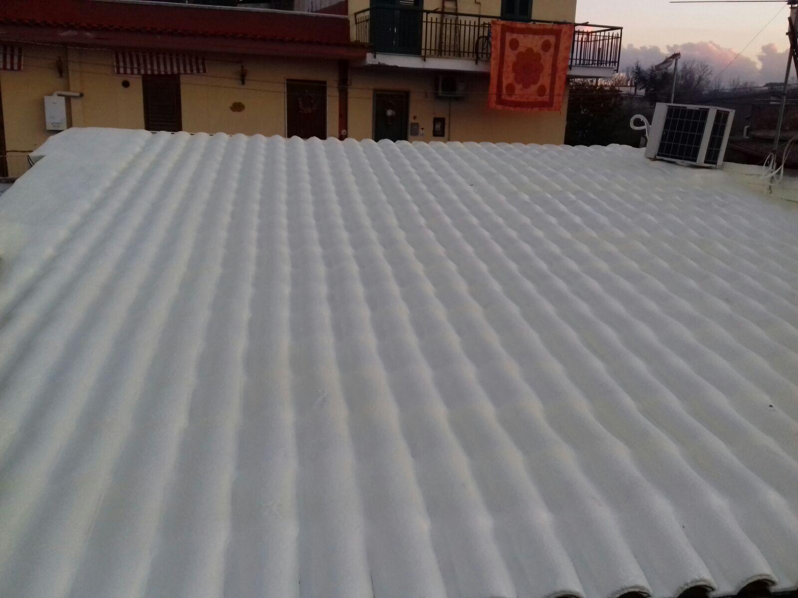 Impermeabilizzazione e isolamento termico con schiuma poliuretanica sopra tegole