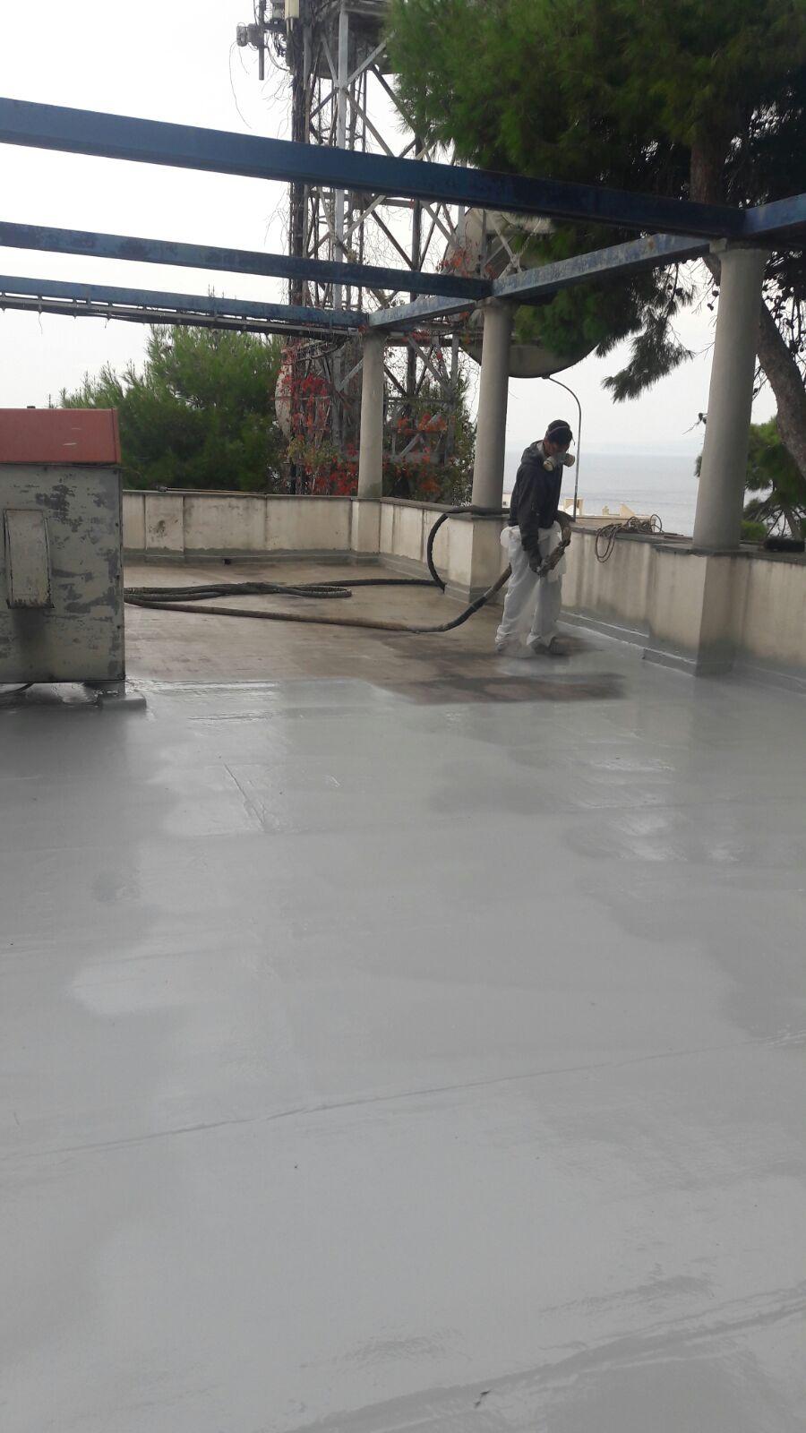 Lavorazione eseguita con poliurea, senza rimuovere il vecchio manto di guaina esistente