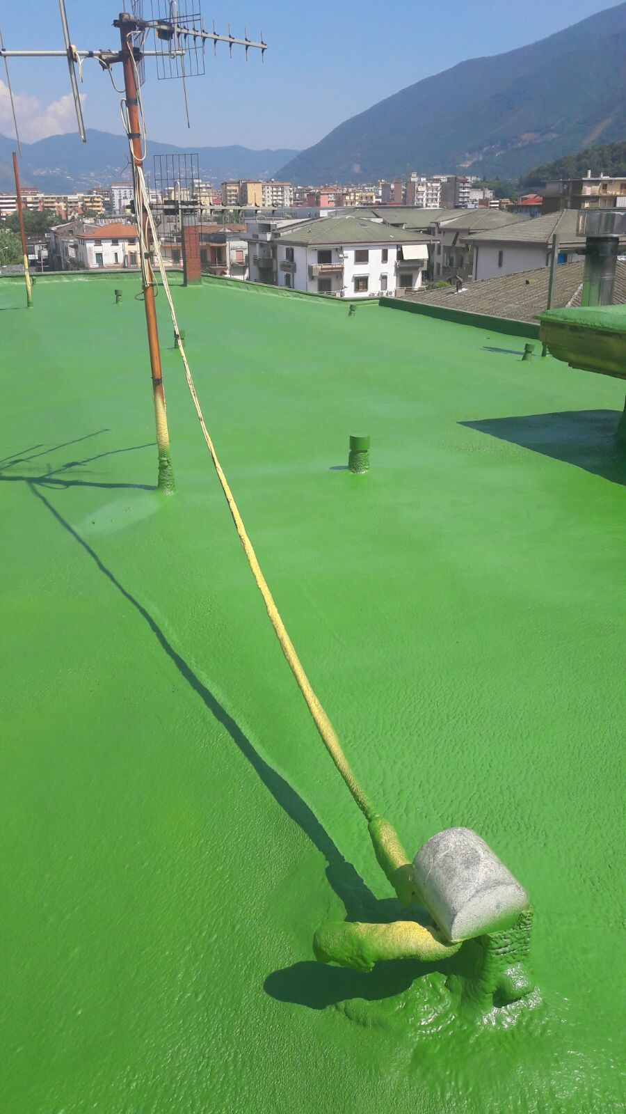 Lavorazione in schiuma poliuretanica per la necessita' di un isolamento termico eccellente,finitura con vernice poliuretanica ad alta prestazione