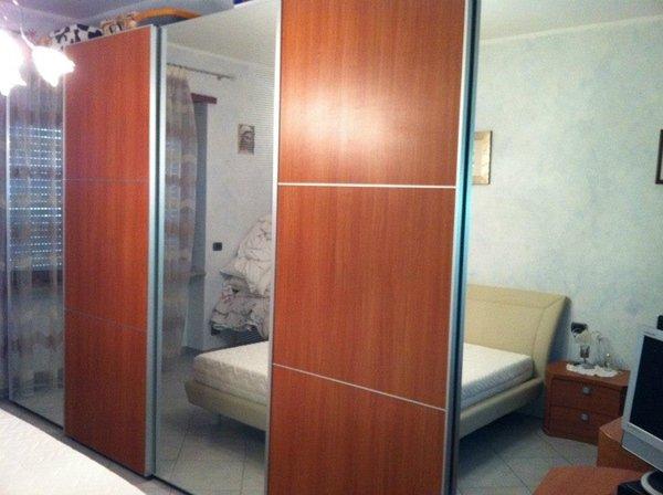 camera componibile con ante scorrevoli specchio ciliegio SOGNO