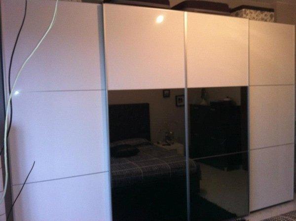 armadio SOGNO laccato bianco lucido con quadrotti alluminio e specchio fumè