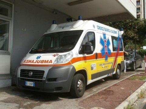 Ambulanza croce bianca salerno