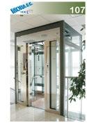 un ascensore in vetro con numero di modello 107