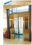 un ascensore in vetro con numero di modello 110