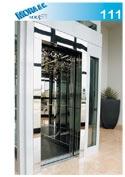 un ascensore in vetro con numero di modello 111