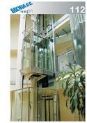 un ascensore in vetro con numero di modello 112
