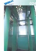 un ascensore in vetro con numero di modello 24