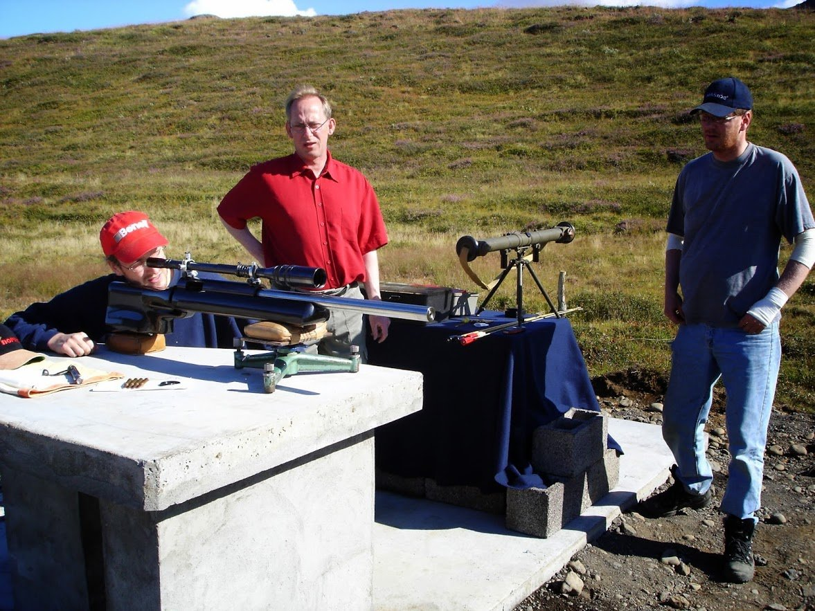 Shooting 1000 yards rifle.