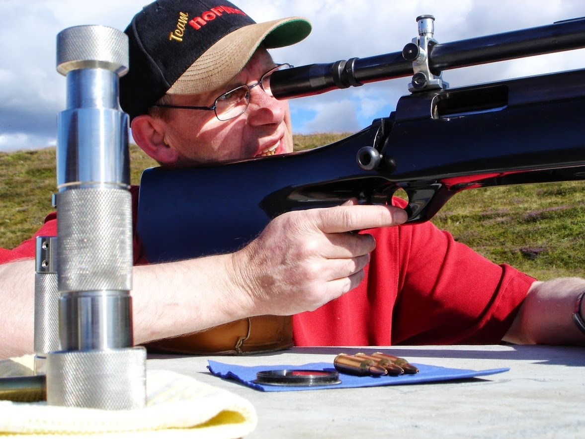 Birgir Runar Saemundsson shooting 1000 yards rifle
