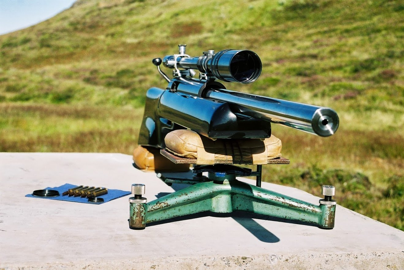 Long range 1000 yards rifle ready to shoot.