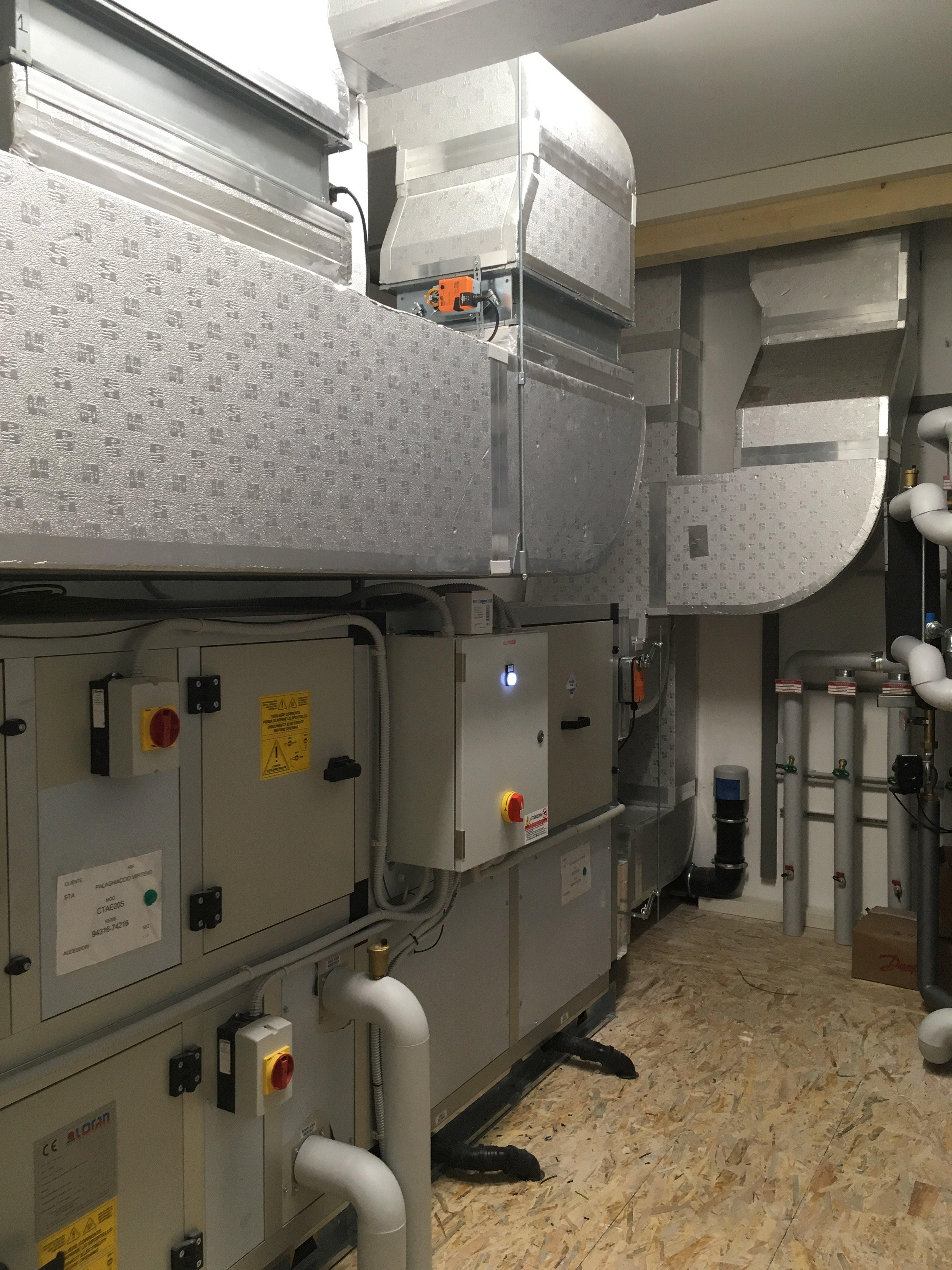 una stanza di controllo di un impianto