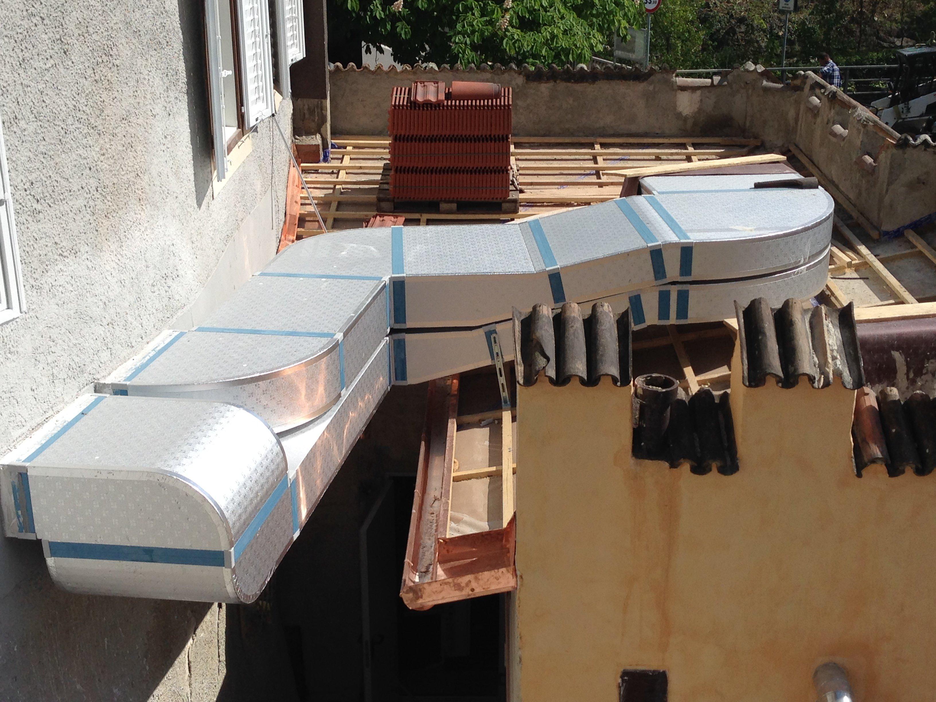 un condotto di un impianto all'esterno di uno stabile