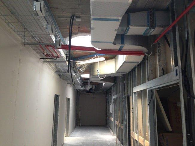 un impianto di ventilazione con vista dei condotti