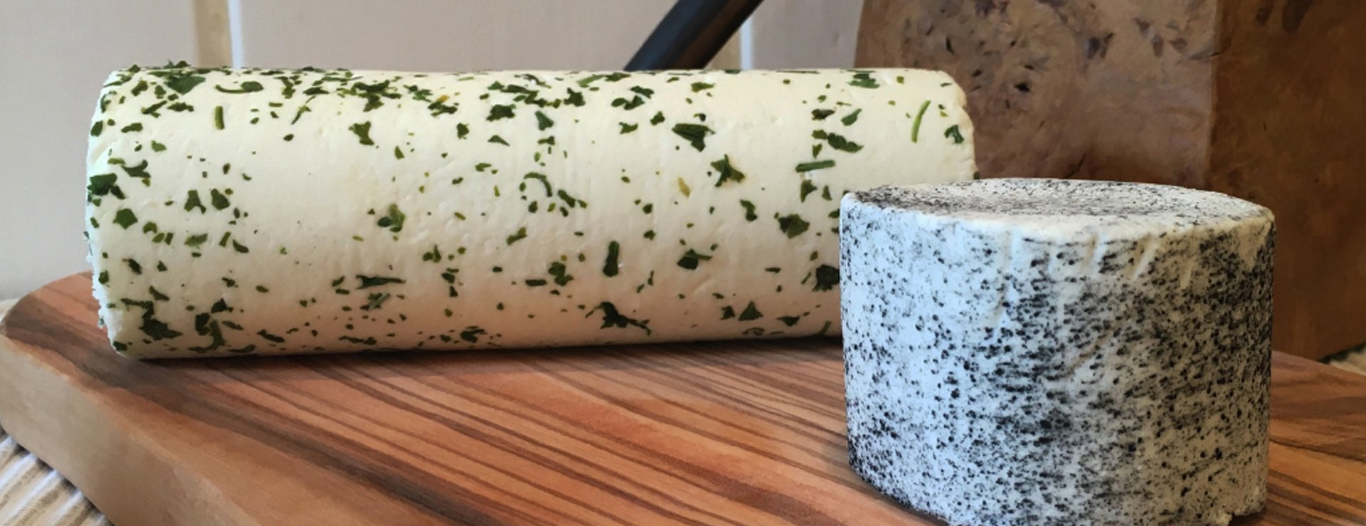 Goat's cheeses with chives and herbs