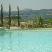 un'ampia piscina