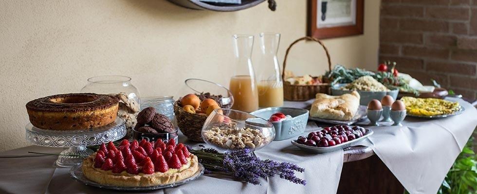 un buffet di una colazione