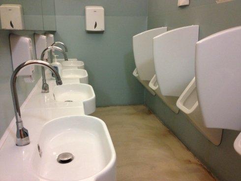 realizzazione di bagni con docce e fasciatoio