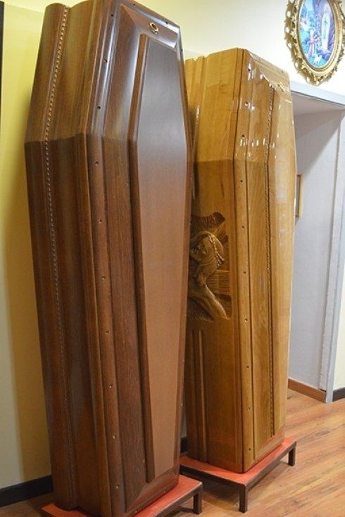 Modelli di bare in legno.