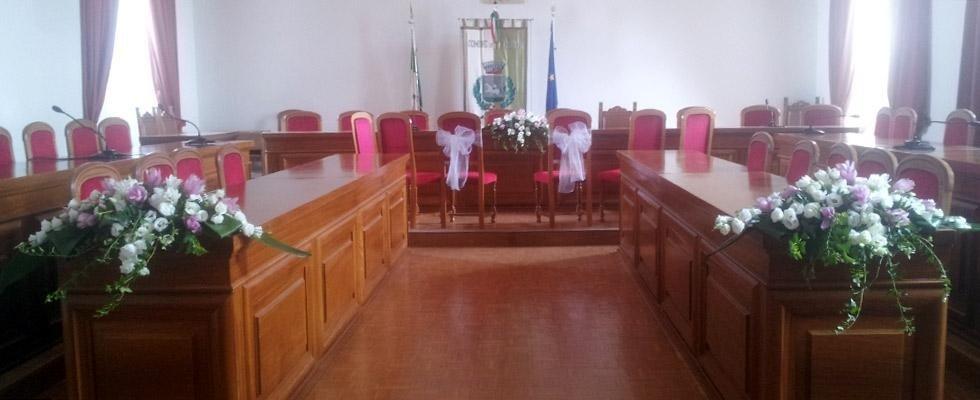 sala del comune adibita a un matrimonio