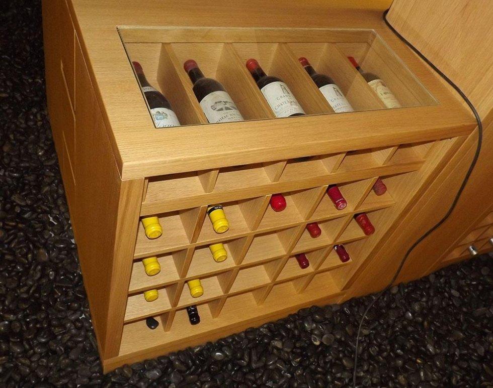 Mobile espositore per collezione bottiglie vino