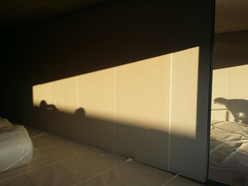 primo piano di una parete in cartongesso