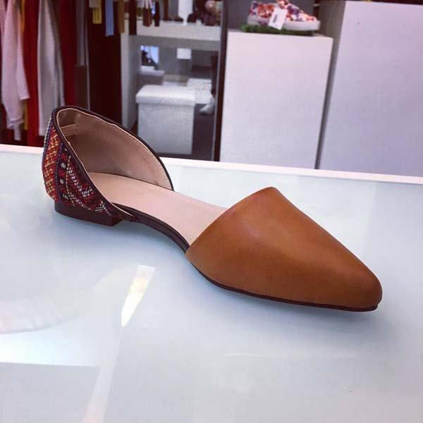 sandalo marrone a punta