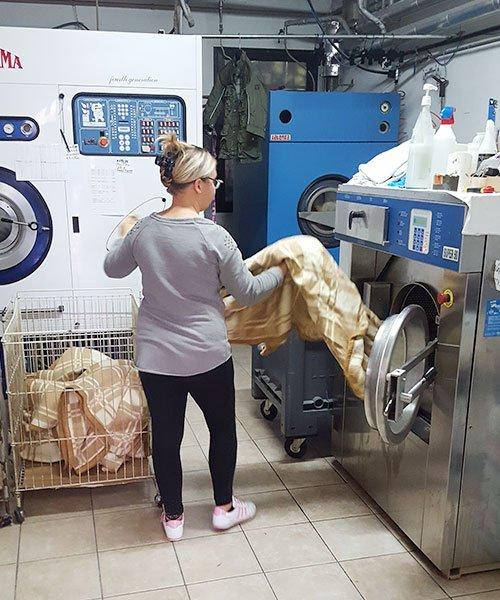 Usata traendo biancheria sposi lavata della macchina