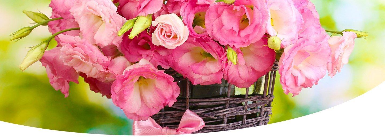 composizione di rose rosa