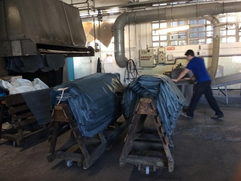 Foto stabilimento pelli novara galliate pelli srl for Pelli per arredamento
