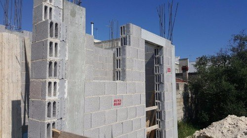 Aspetto delle pareti con i mattoni di cemento cavi