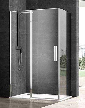 un box doccia e dietro un muro a piastrelle grigie scure