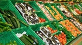 frutta fresca, zucchine, pomodori