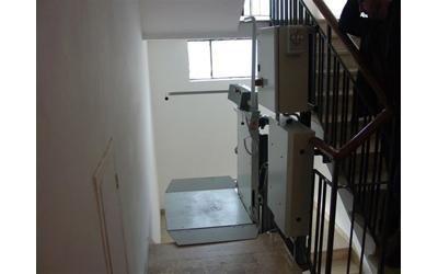montascale curvilineo per disabili casa