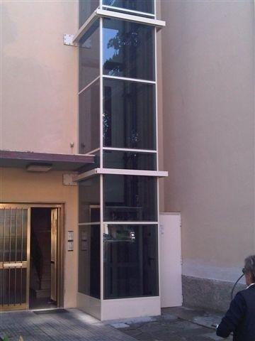 Piattaforma elevatrice a vetri