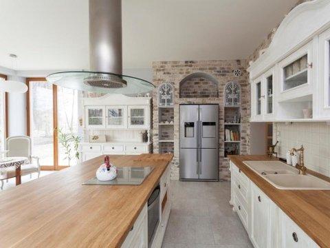 Vendita e installazione cucine in legno