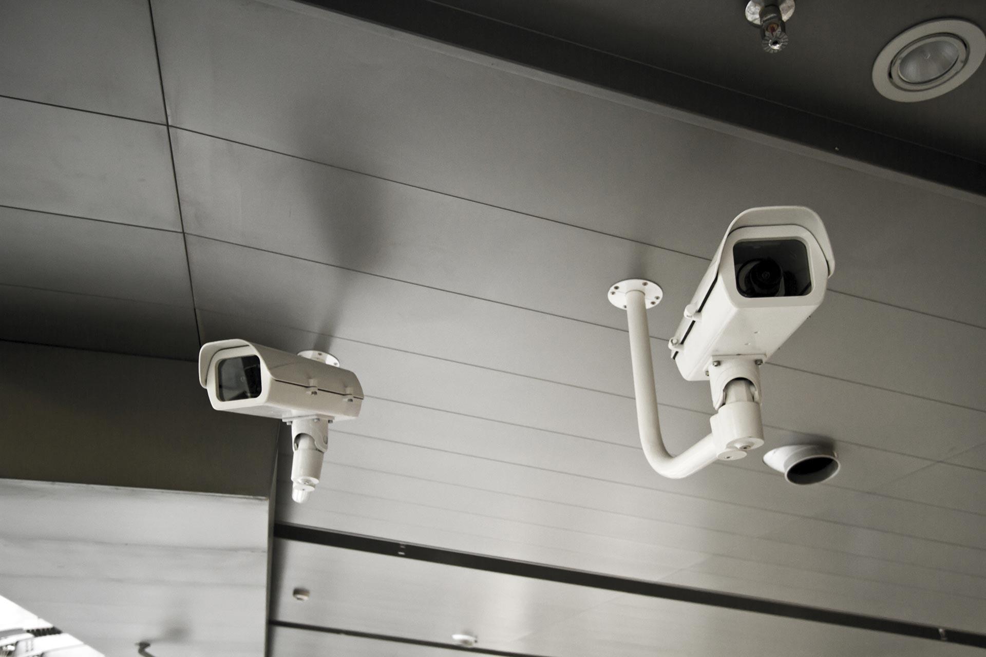Due telecamere di sicurezza