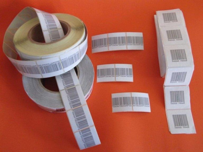 Delle etichette con dei codici a barre