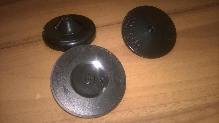 tre etichette rigide nere